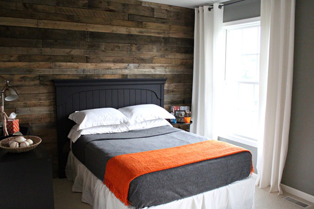 White washed house to home blog - Wooden pallet accent wall ...